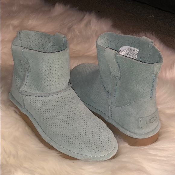 03ff53b6977 Brand new ugg boots. Never worn, size 5 womens.